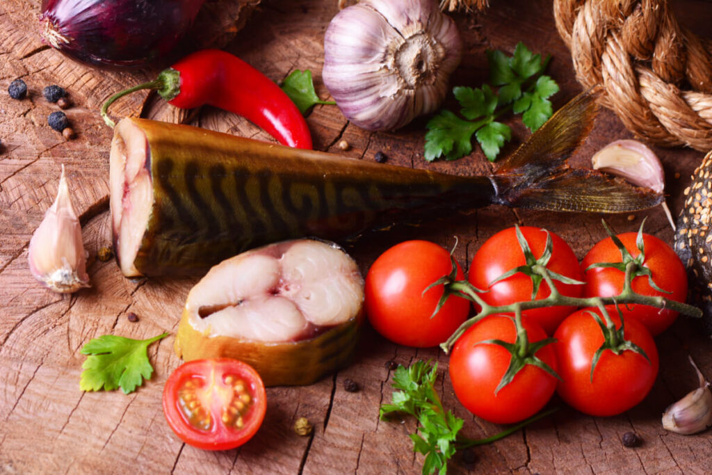 Wędzona makrela i pomidory. Jak dieta przy Hashimoto - czyli co jeść, a czego unikać?