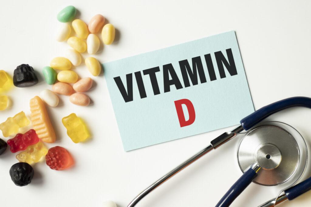 Witamina D napis, stetoskop, żelki. Związek witaminy D z cukrzycą - na czym dokładnie polega?